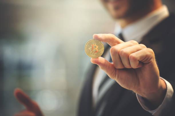 bitcoin with business man - bitcoin zdjęcia i obrazy z banku zdjęć
