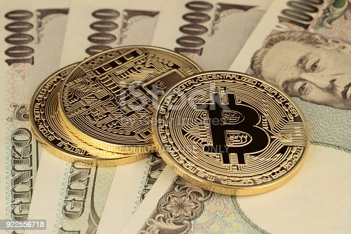 istock Bitcoins and JPY 922556718