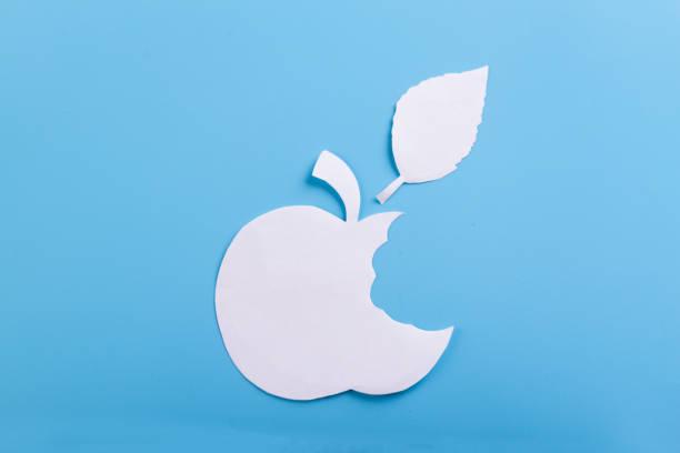 apple pn de fondo azul - sequence animation fotografías e imágenes de stock