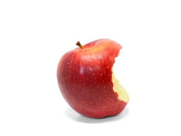 白色背景下被咬的多汁紅蘋果 - 咬 個照片及圖片檔