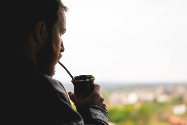 Bitteren mate trinken Mann - traditionelles Getränk in den Bundesstaat Rio Grande do Sul - Brasilien. – Foto