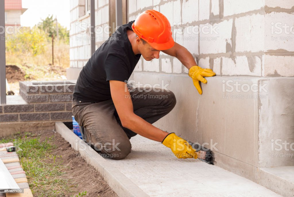 bitumen waterproofing of the foundation - foto stock