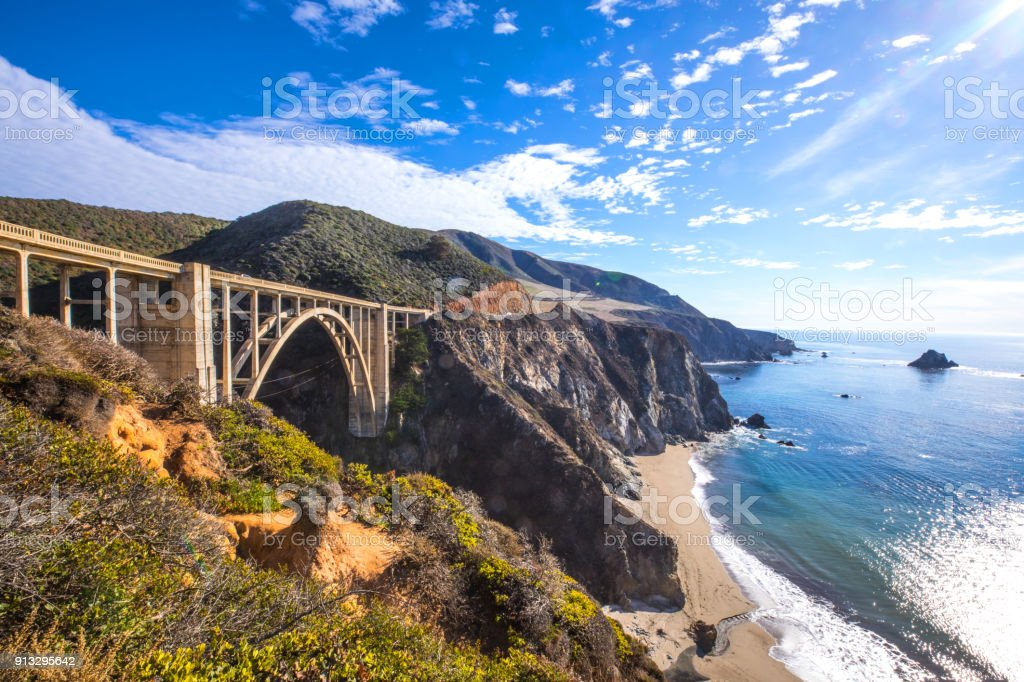 Puente de Bixby y Pacific Coast Highway 1 - foto de stock