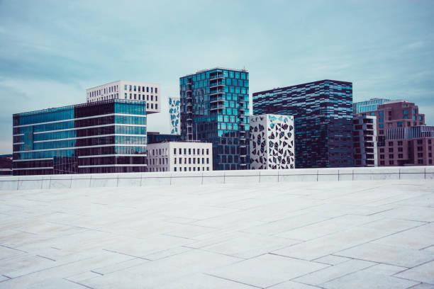 bjørvika barcode, moderne gebouwen in oslo, norwey - oslo stockfoto's en -beelden