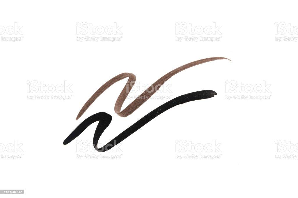 Schwarze und braune Farbe Eye Liner Strich auf weißem Hintergrund – Foto