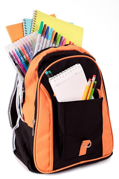 zaino con materiale scolastico - cartella scolastica foto e immagini stock