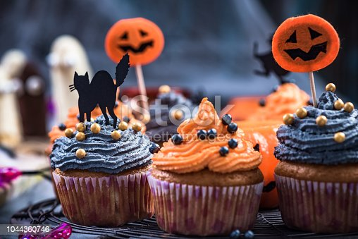 Black and orange cupcakes decorated for Halloween.