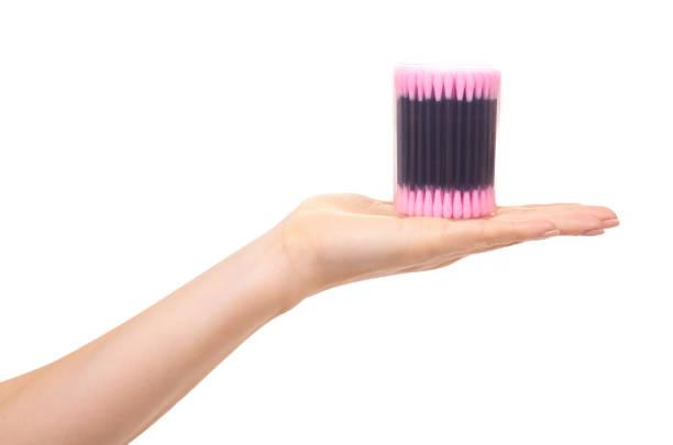 Zwarte en roze oorstok reiniger. foto