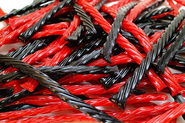 nero e rosso - liquirizia foto e immagini stock