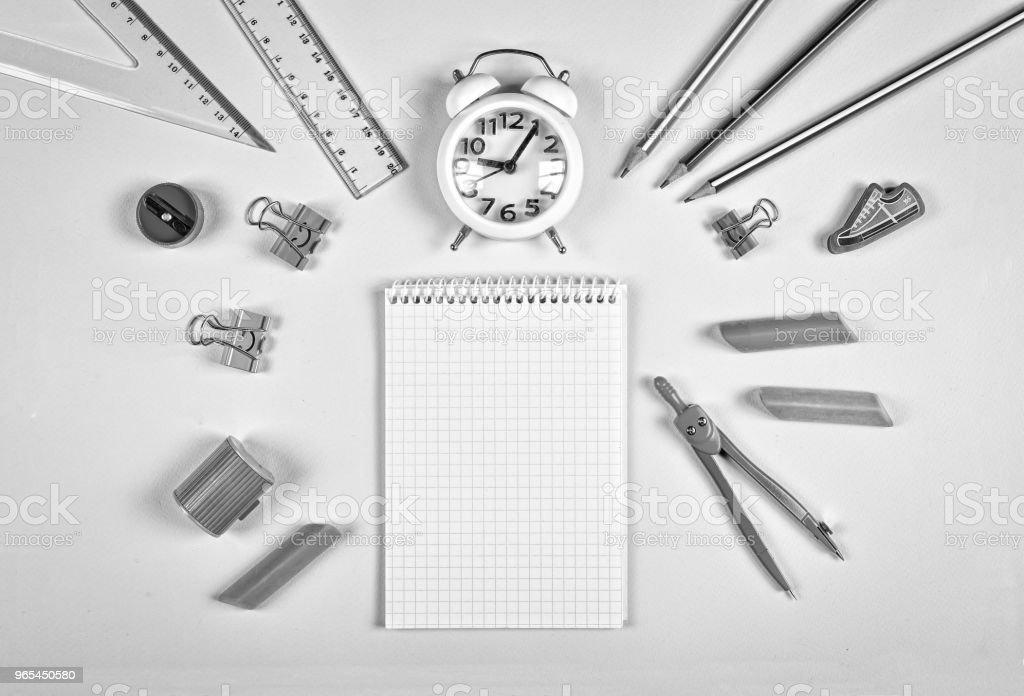 black and white. back to school concept. accessories, college, equipment, study, background, desk, concept: schedule, homework, flat layout. zbiór zdjęć royalty-free