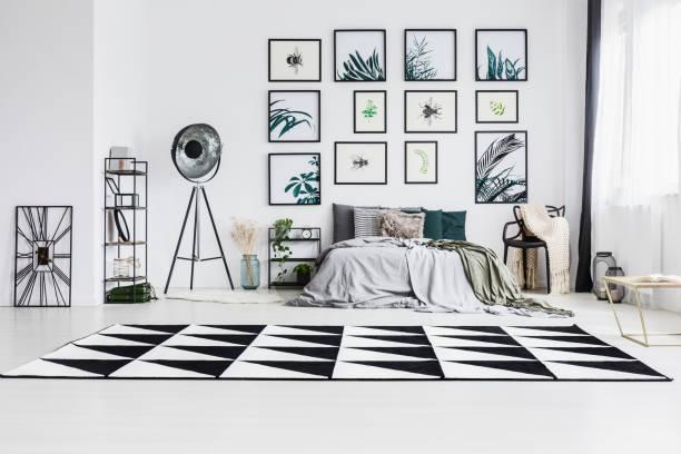schwarz / weiß teppich - teppich geometrisch stock-fotos und bilder