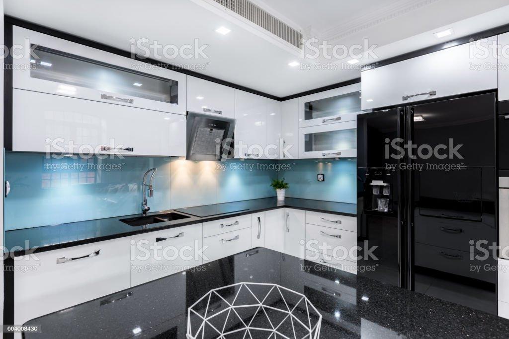 Schwarz Und Weiß Hochglanz Küche Stockfoto und mehr Bilder ...