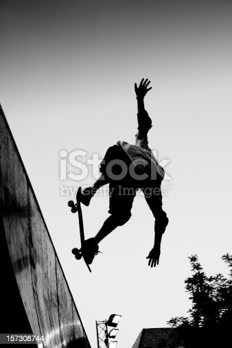 Skateboarder in a verticalramp.