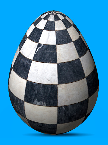 Black And White Ingenious Painted Egg Of Checkered Marble Cells — стоковые фотографии и другие картинки Абстрактный