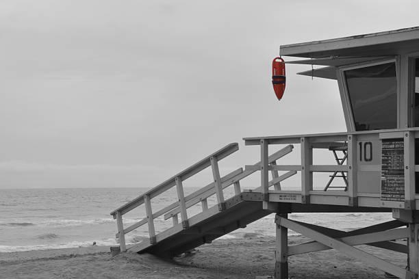 black and white lifeguard tower - badvaktshytt bildbanksfoton och bilder