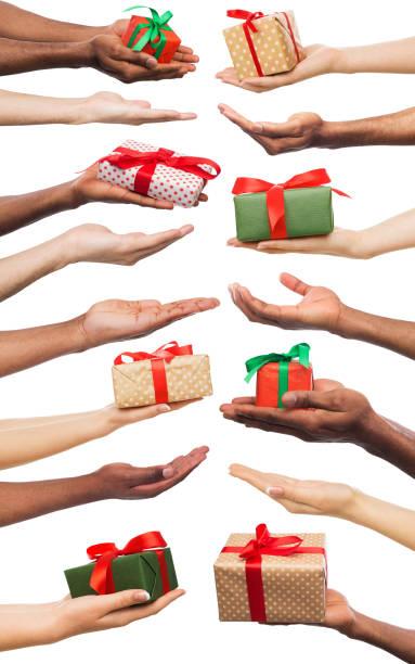 schwarz / weiß männliche und weibliche hände mit geschenkbox. gesetzt, isoliert auf weiss. - eco bastelarbeiten stock-fotos und bilder