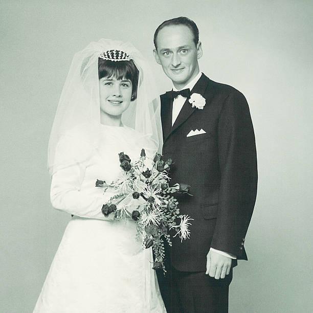 das brautpaar - bräutigam anzug vintage stock-fotos und bilder