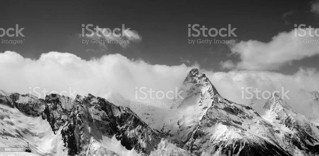 Black and white panorama of snowy mountains - Royalty-free Ao Ar Livre Foto de stock
