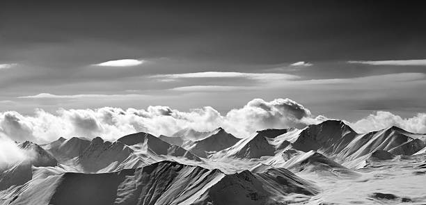 Black and white panoramic view on cloudy mountains in evening - foto stock