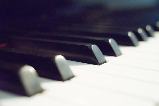 Touches piano noir et blanc - Photo