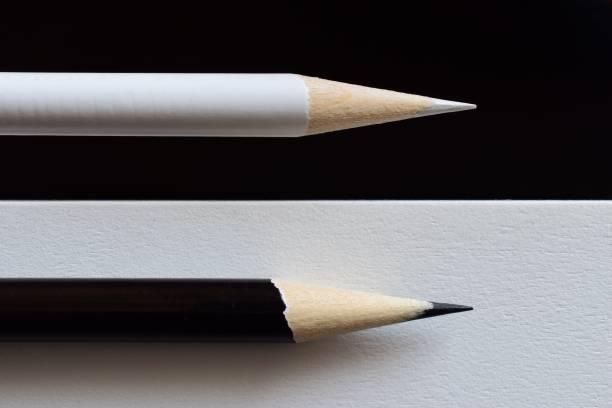 blanco y negro - cosas que van juntas fotografías e imágenes de stock