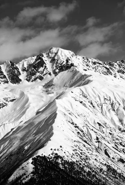 Black and white snow mountain peak at sunny day - foto stock