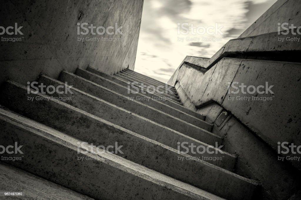 preto e branca escadaria subterrânea - Foto de stock de Abstrato royalty-free