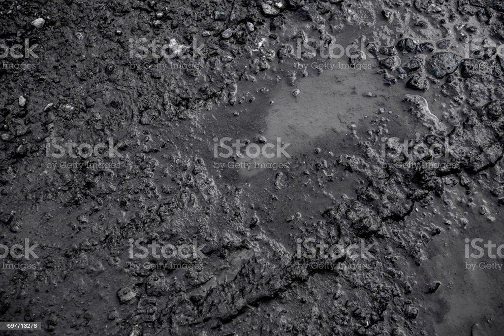 Fondo negro creado a partir de imagen de huella de neumático en la arcilla después de llover la superficie. - foto de stock