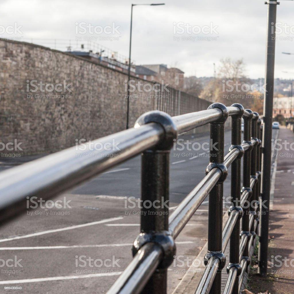 셰필드, 영국도로 측면에 검은 장벽 했다. - 로열티 프리 0명 스톡 사진