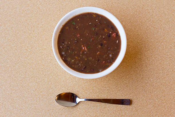 schwarze bohnensuppe - schnelle suppen stock-fotos und bilder