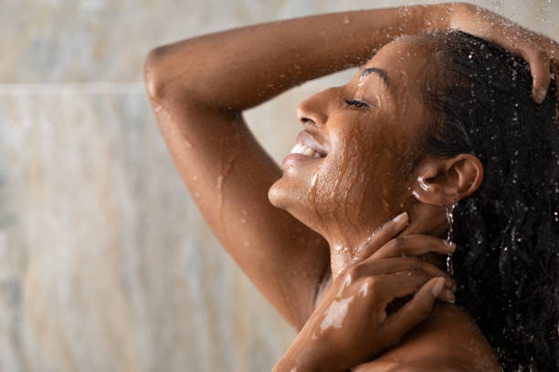 107 Black Woman Washing Hair Stock Photos, Pictures & Royalty-Free Images -  iStock