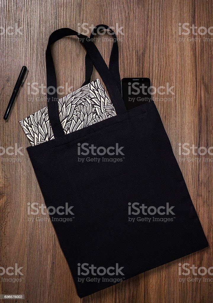 Black blank cotton eco tote bag, design mockup. - foto de stock