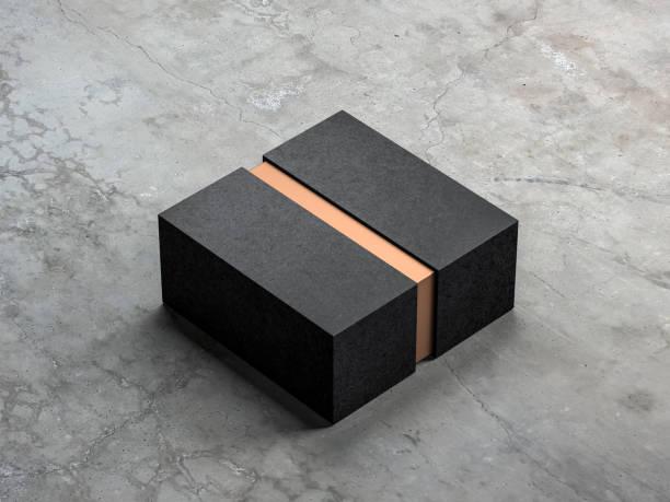 black-box-modell mit goldenen innenteil - bandanzeige stock-fotos und bilder