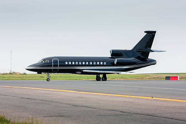 Black business jet taxiing from the runway – Foto