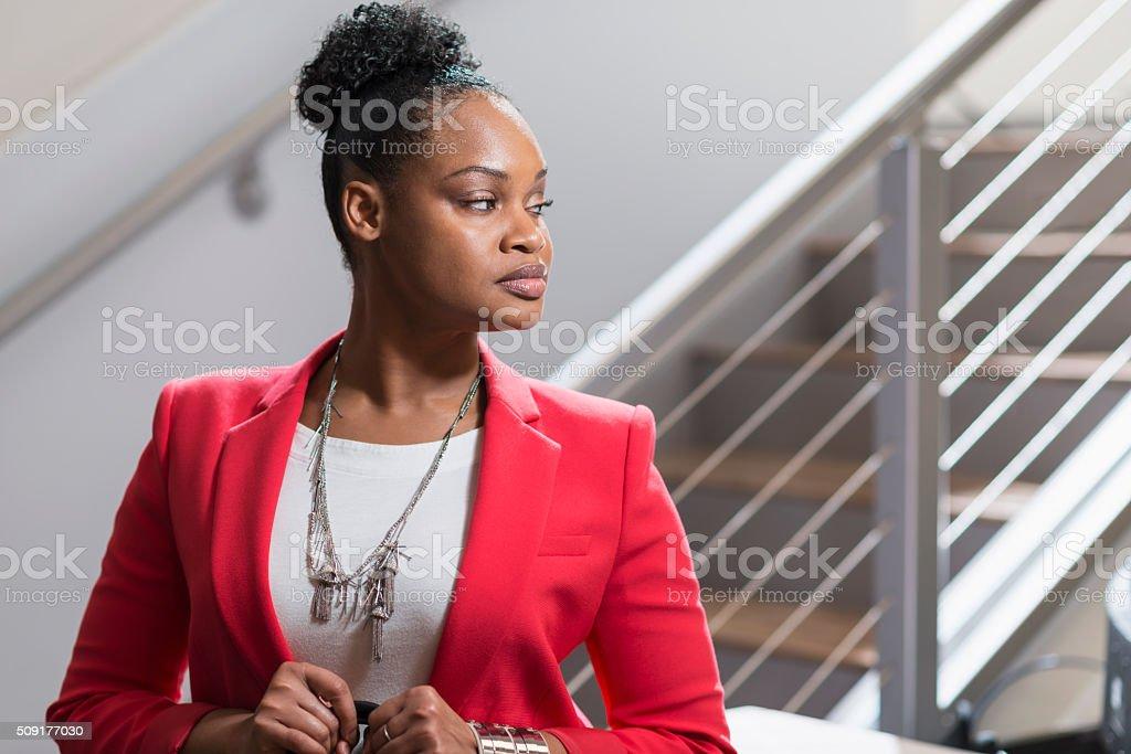 Usando Chaqueta Negro Negocios Fotografía Y Roja Mujer De Stock 1wqFBB