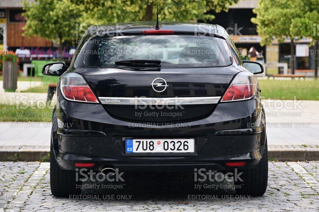 Foto De Carro Preto Opel Astra H Stand Na Praca Namesti Svobody Em Dia De Sol Antes Da Tempestade E Mais Fotos De Stock De 2018 Istock