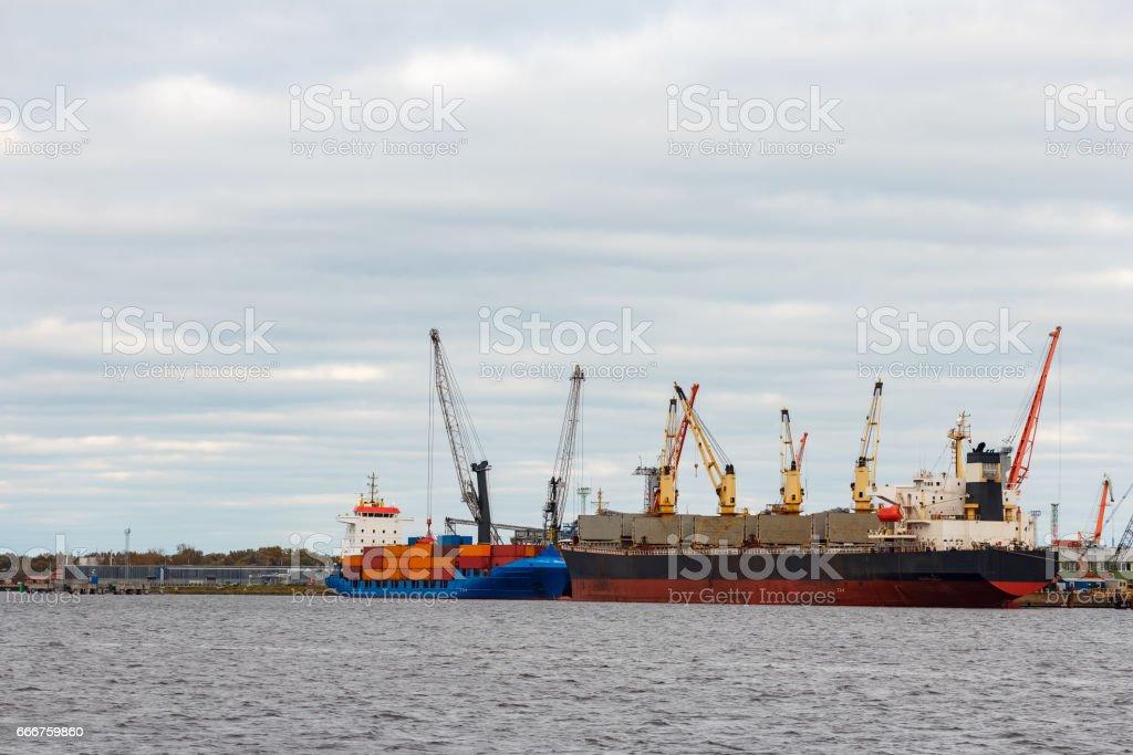 Black cargo ship foto stock royalty-free