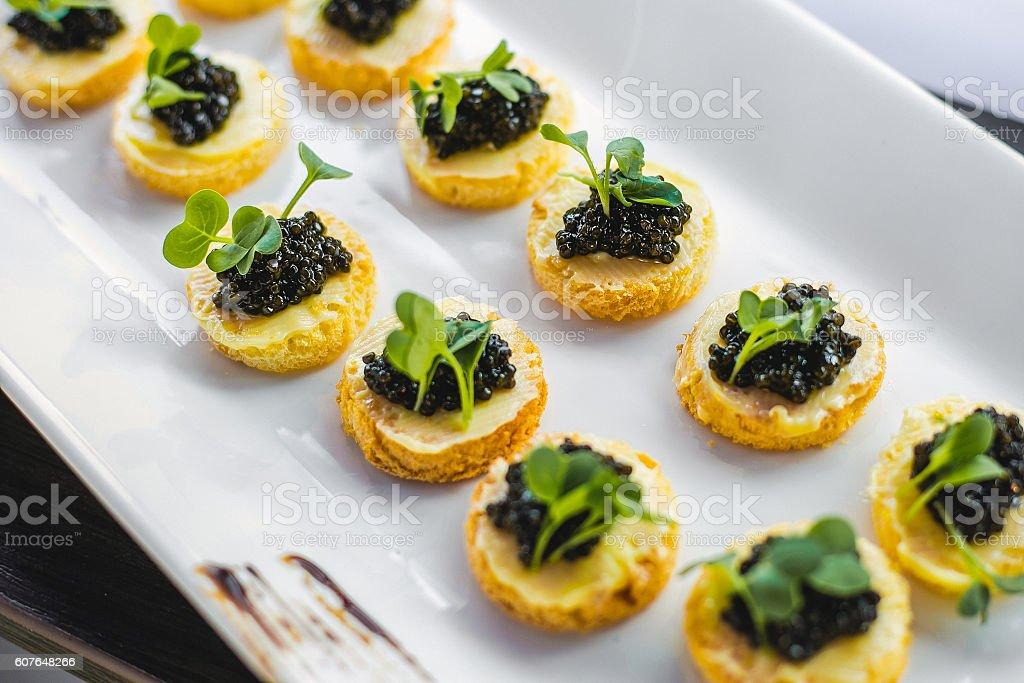 Black caviar appetizers - foto stock