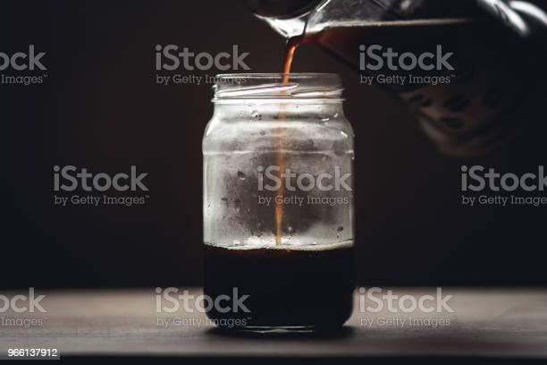 Svart Kaffe I Glas I Svagt Ljus Fönster Ljus-foton och fler bilder på Bord