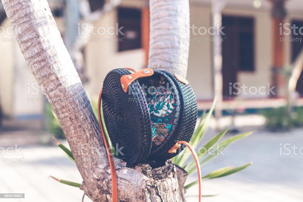 Zwarte kleur natuurlijke organische handgemaakte rotan handtas closeup - Royalty-free Achtergrond - Thema Stockfoto