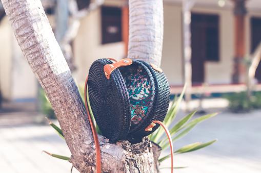 Zwarte Kleur Natuurlijke Organische Handgemaakte Rotan Handtas Closeup Stockfoto en meer beelden van Achtergrond - Thema