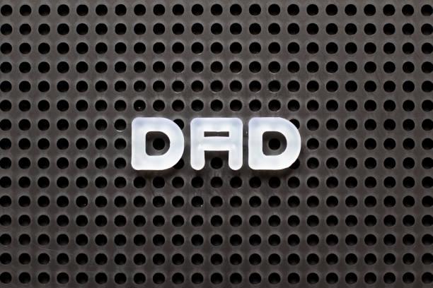 schwarze farbe pegboard mit weißen buchstaben im wort papa - papa zitate stock-fotos und bilder