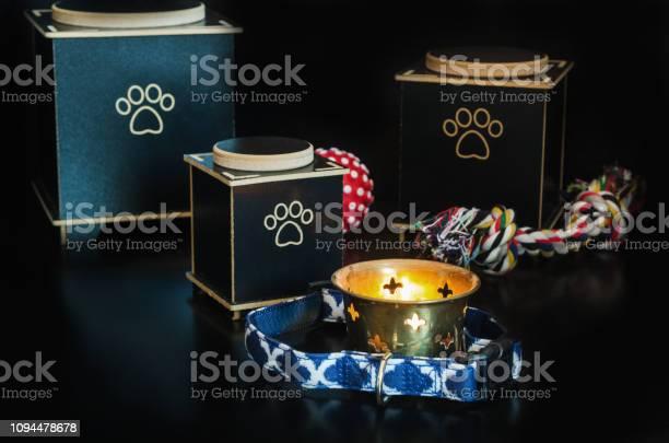 Black cremation urn for pets picture id1094478678?b=1&k=6&m=1094478678&s=612x612&h=ev1qd8x f5a32r7zclrtca3nbkqg7iewrqmviy1ozf4=