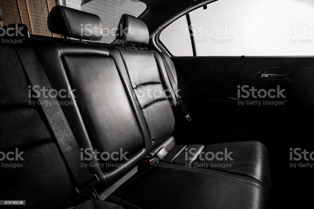 Schwarze Polster, modernes Auto, Auto putzen. - Lizenzfrei Armaturenbrett Stock-Foto