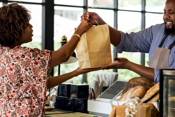 駭客戶購買烘焙產品 - small business saturday 個照片及圖片檔