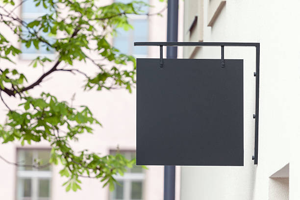 black empty signage mockup - shop sign stockfoto's en -beelden