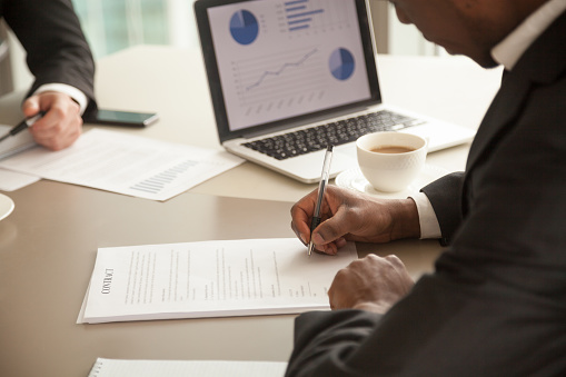 istock Black entrepreneur concluding agreement at meeting 843533928