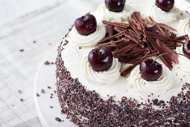 black forest cake, schwarzwald pie choco, cherry - deutscher schokoladen zuckerguss stock-fotos und bilder