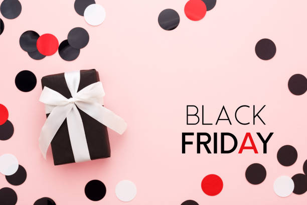 black friday card with gift box and confetti on pink background. - black friday zdjęcia i obrazy z banku zdjęć