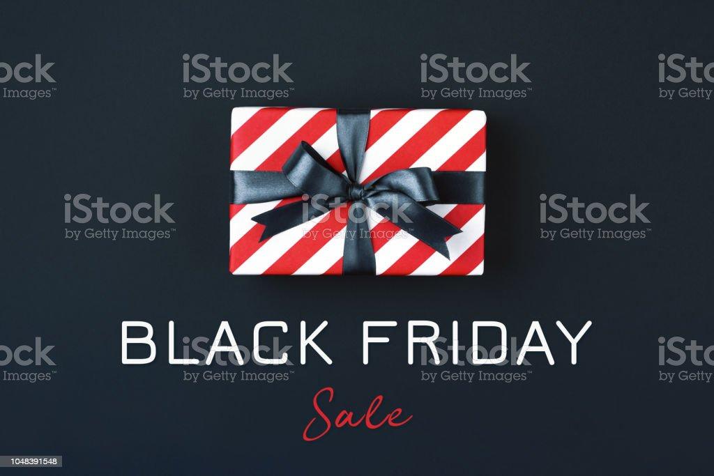 Black friday gift box. - Zbiór zdjęć royalty-free (Bez ludzi)